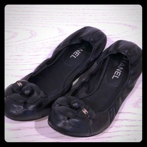 LIKE NEW AUTHENTIC CHANEL camellia flat 38